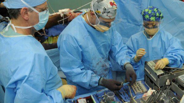 surgery-g22683d060_1920 (1)
